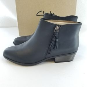CLARKS COLLECTION Addiy Terri Black Ankle Boot Sz9